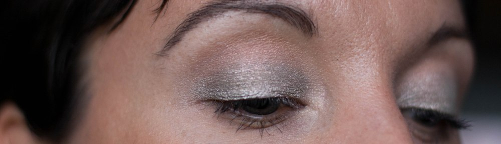 Quick and easy New Year's eye makeup